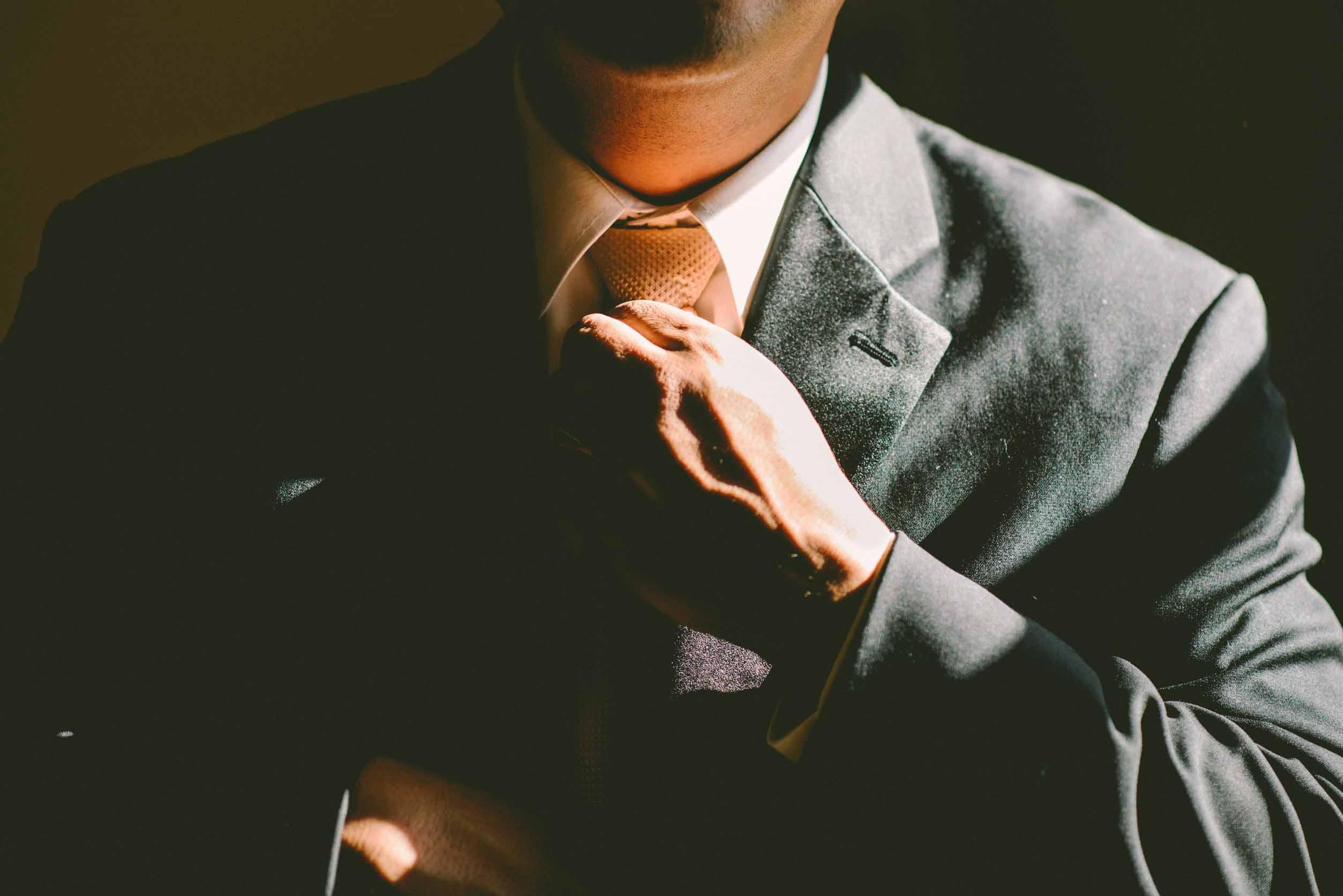 Resultado de imagen para tightening a tie